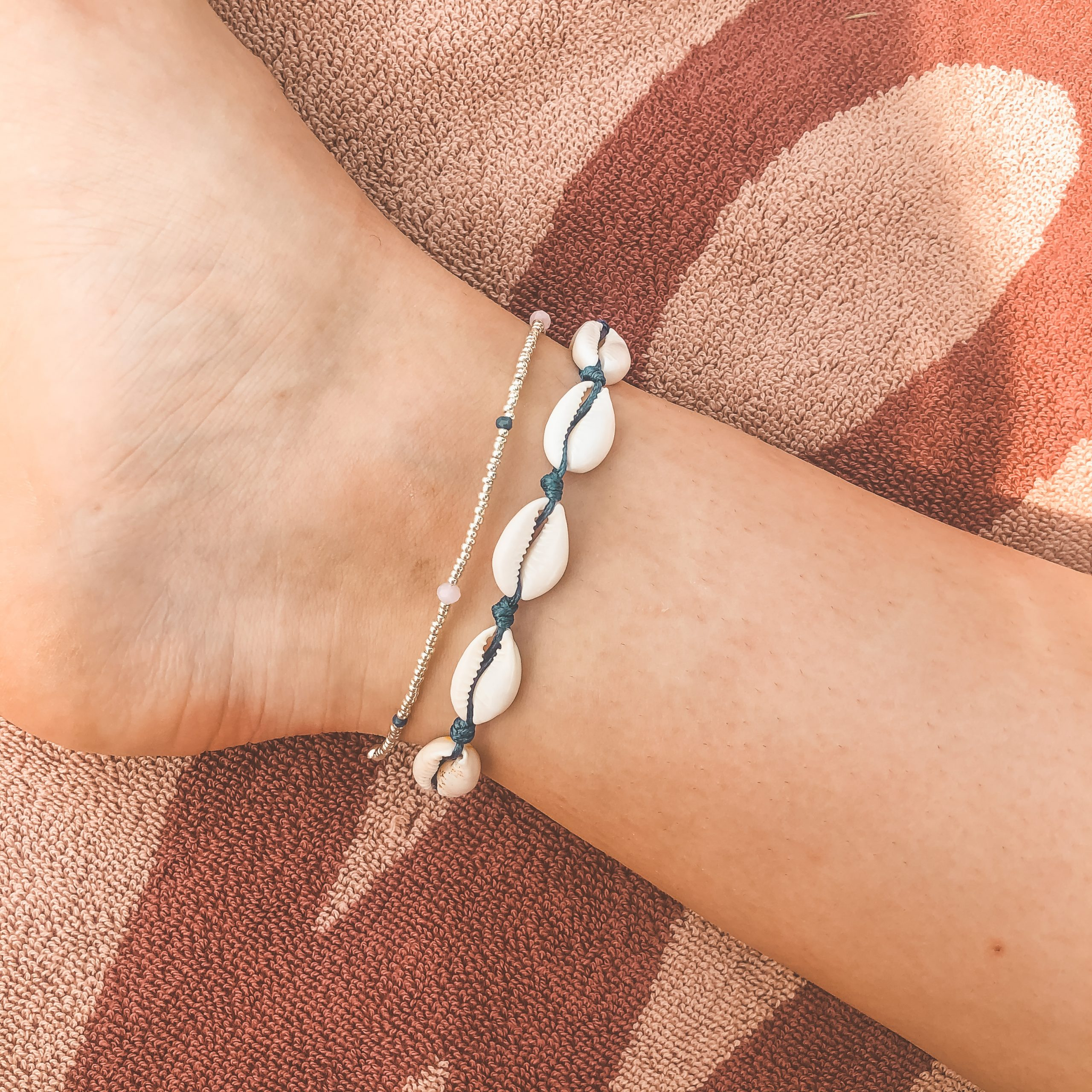Shell anklet navy