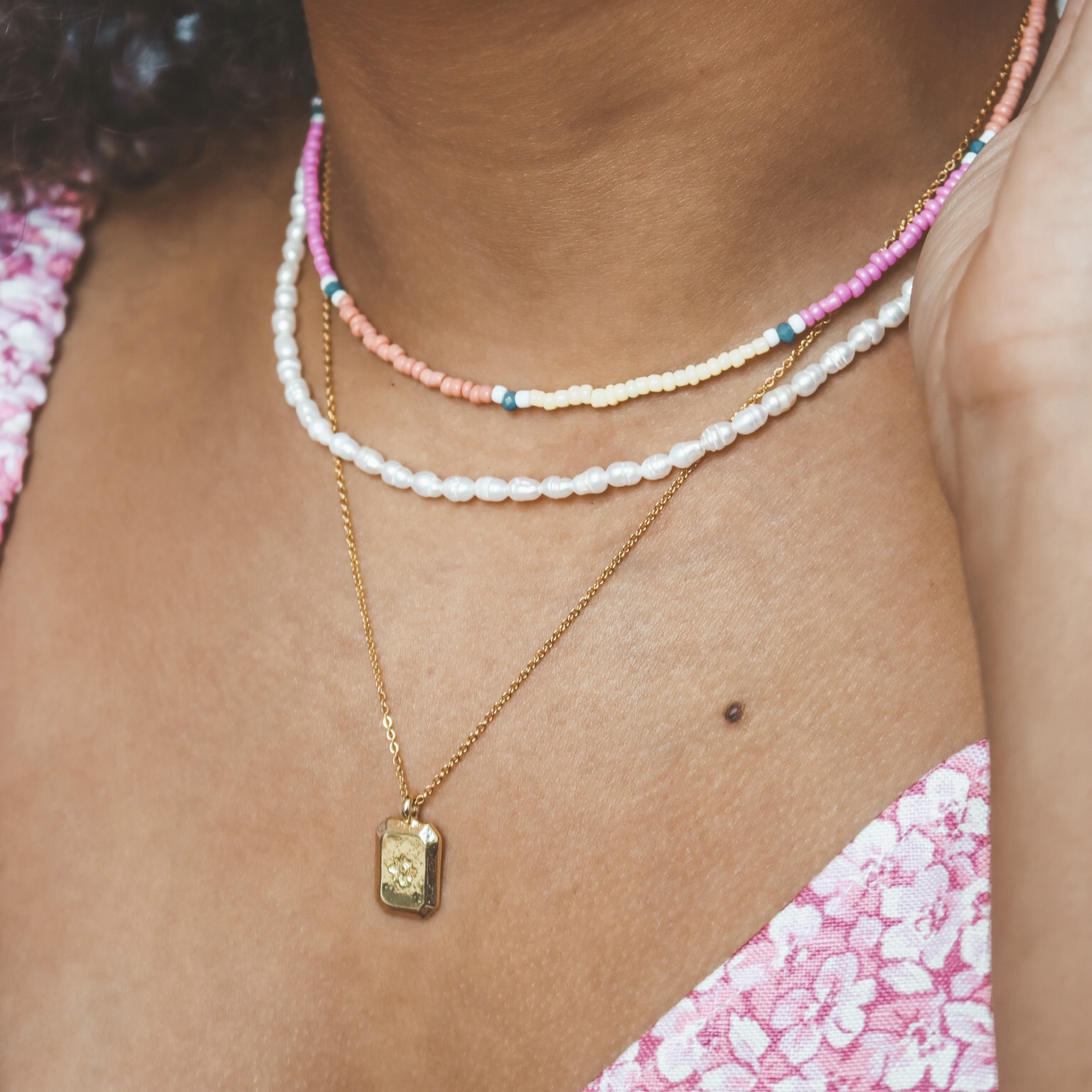 Fine jewelry: rectangle star necklace gold