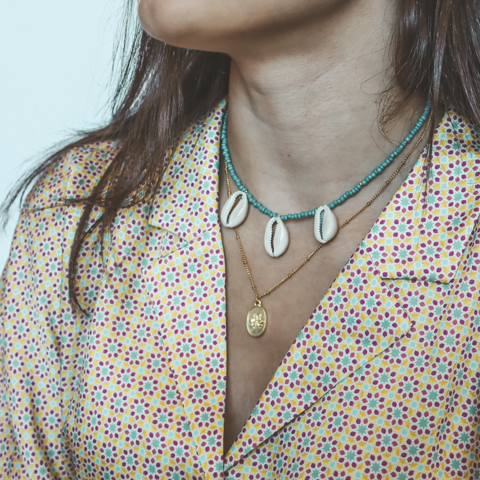 Fine jewelry: bee necklace gold