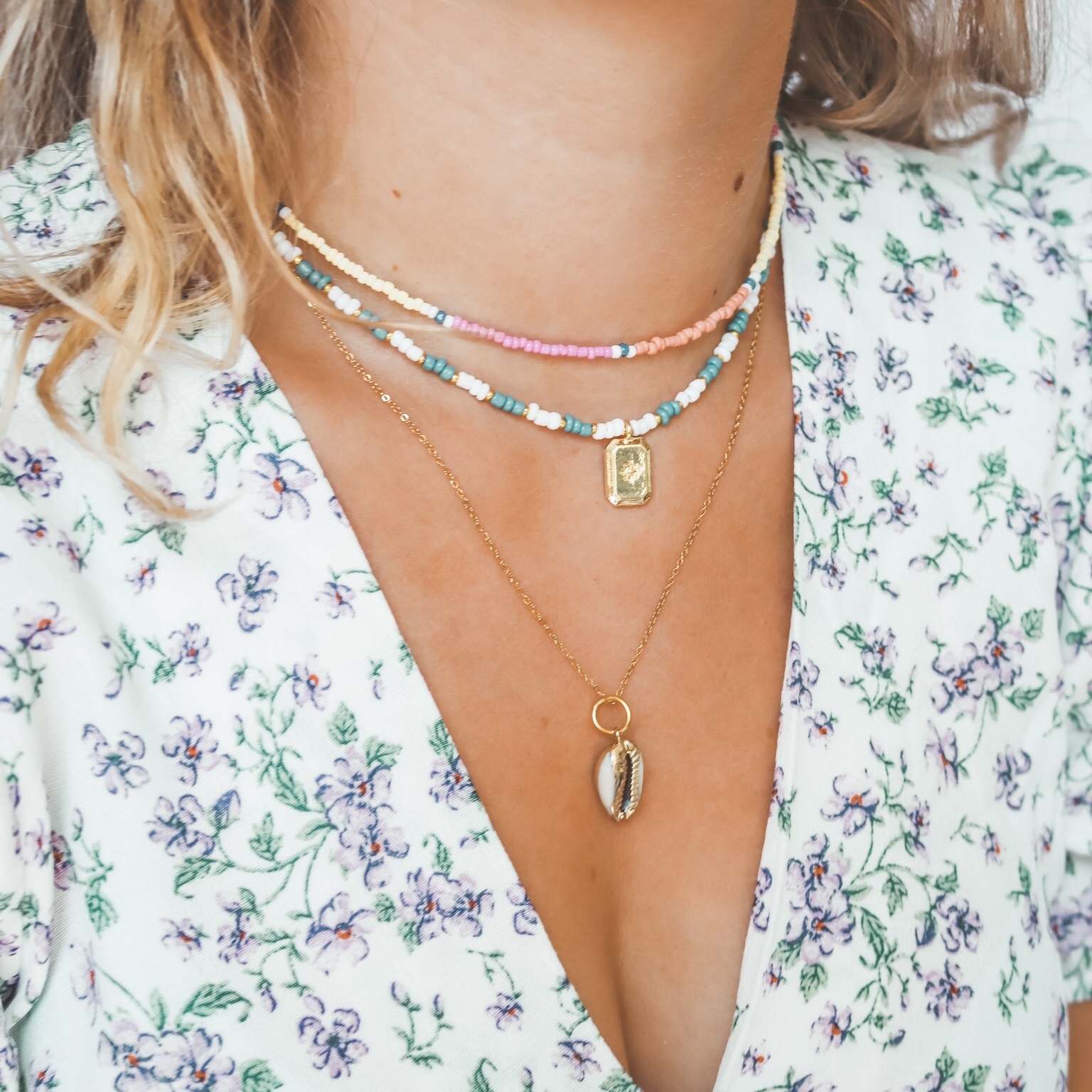 Fine jewelry: cowrie necklace gold