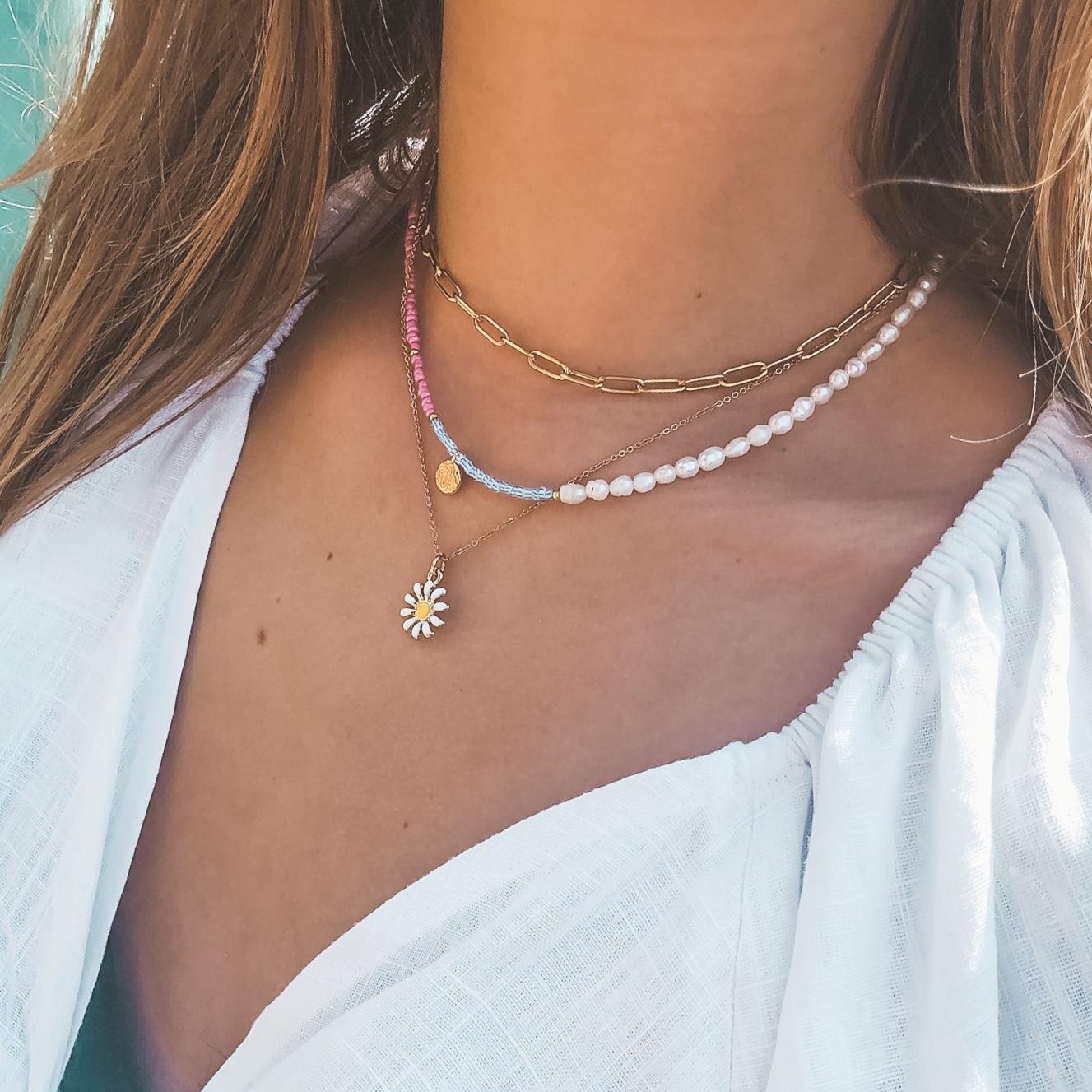 Fine jewelry: gold chain choker