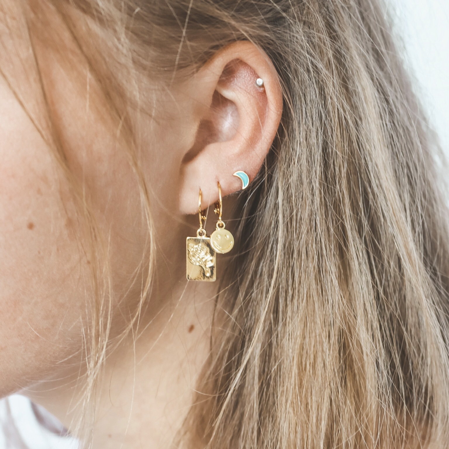 925 gold moon studs