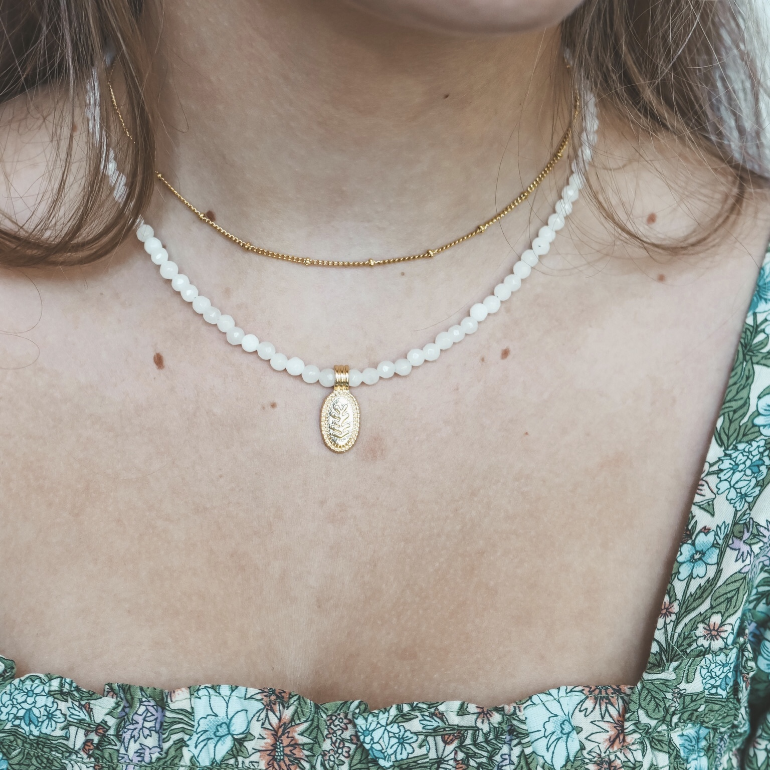 Fine jewelry: dot choker gold