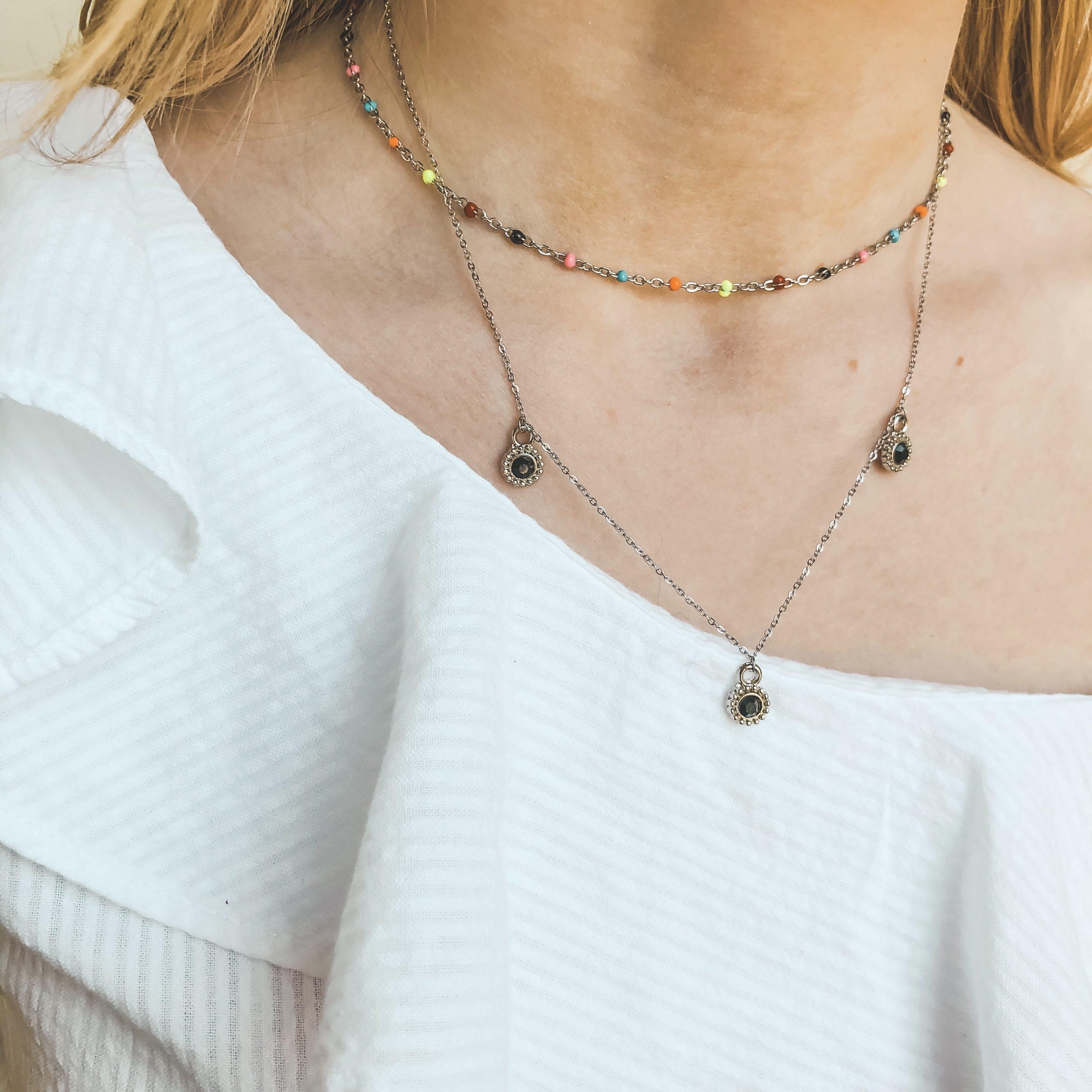 Fine jewelry: rainbow choker silver