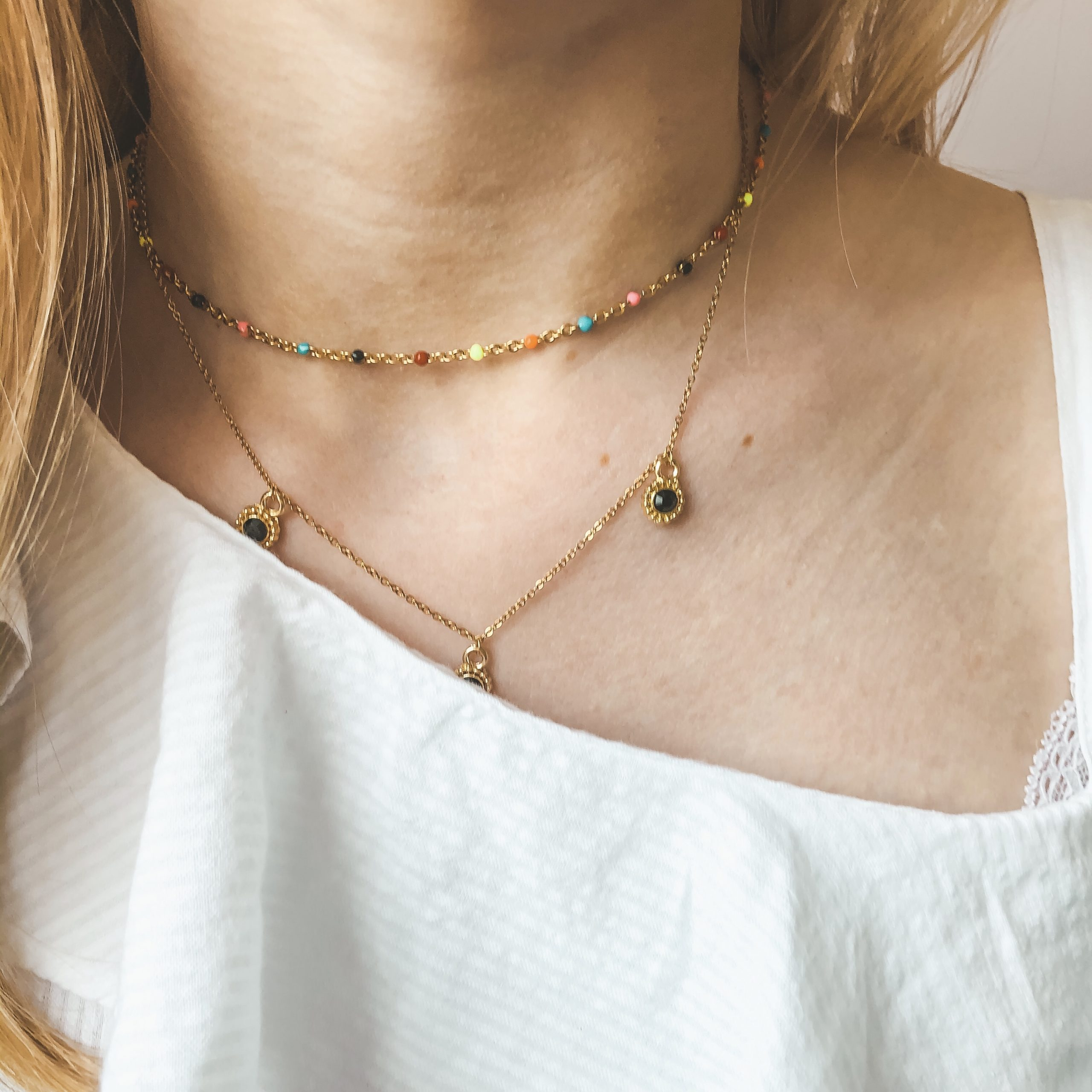 Fine jewelry: rainbow choker gold
