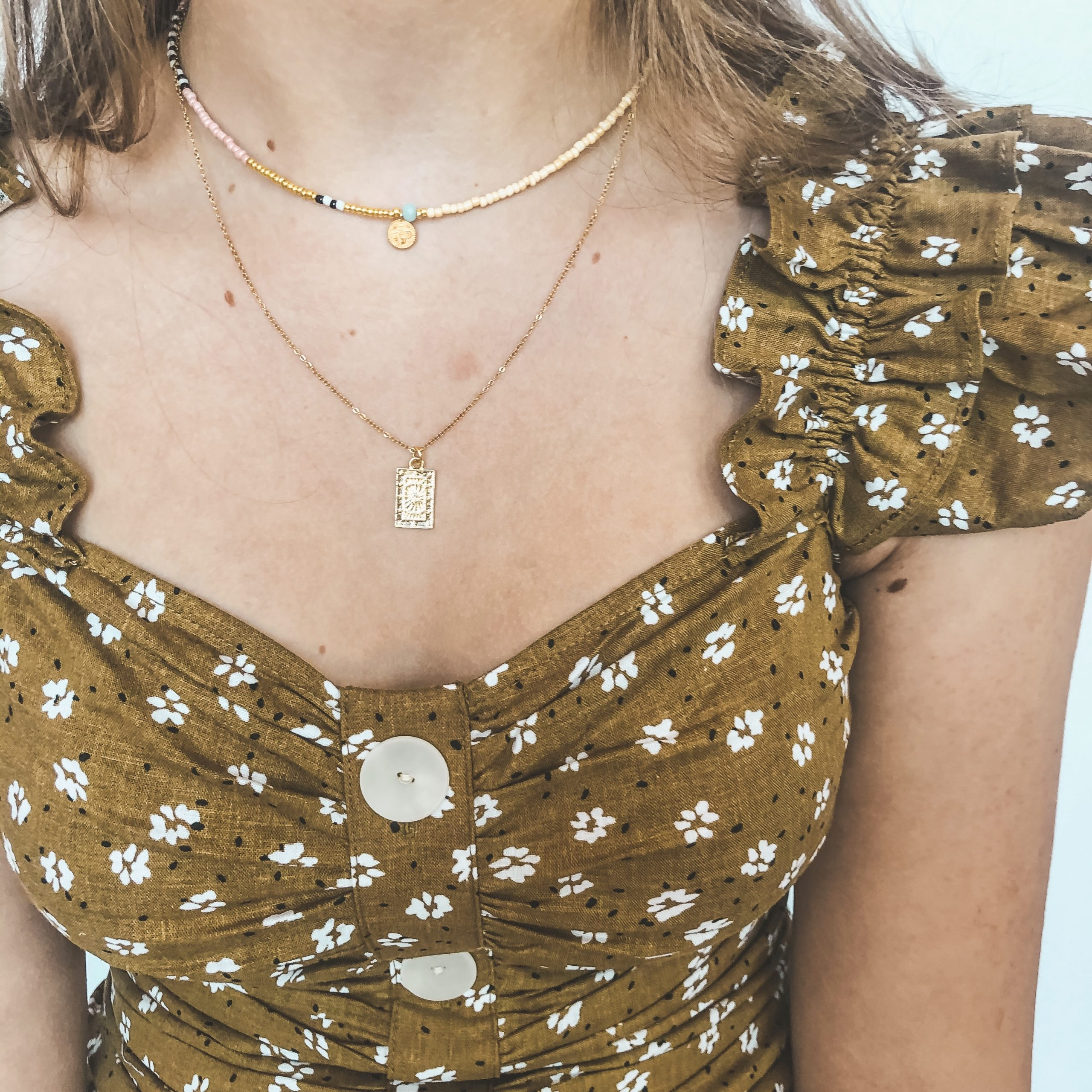 Gold small coin necklace pink