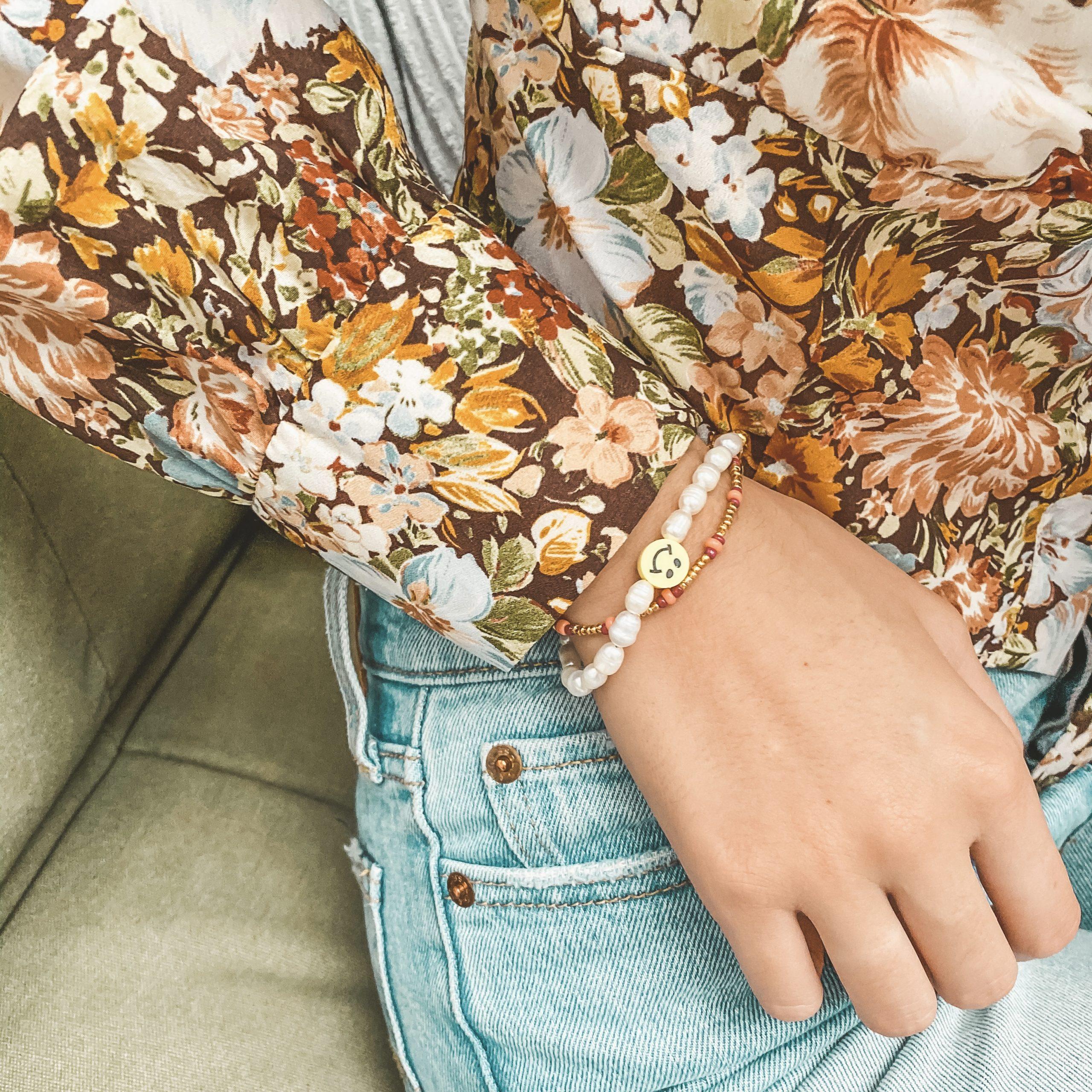 Yellow smiley pearl bracelet