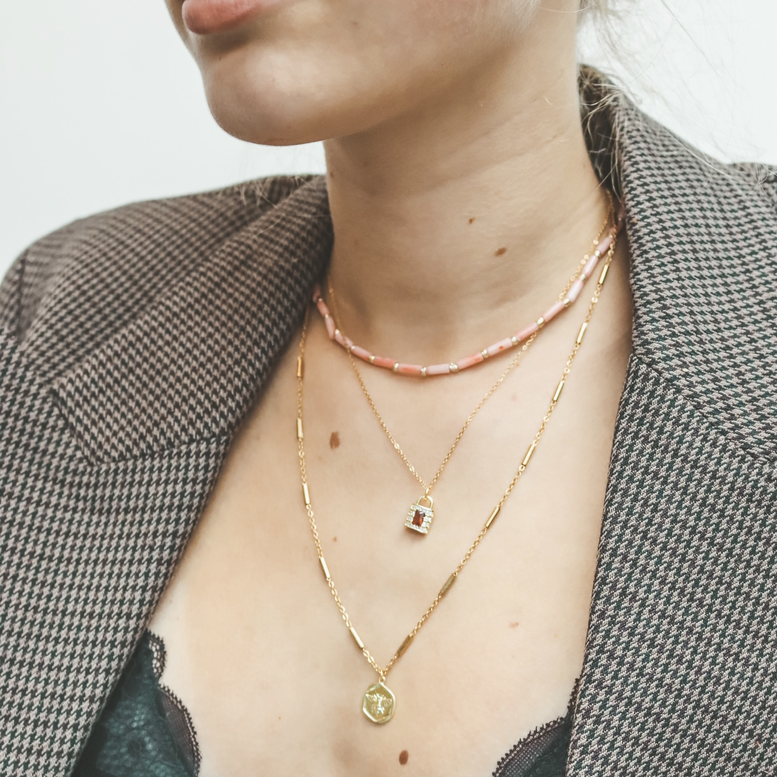 Fine jewelry: red lock gold