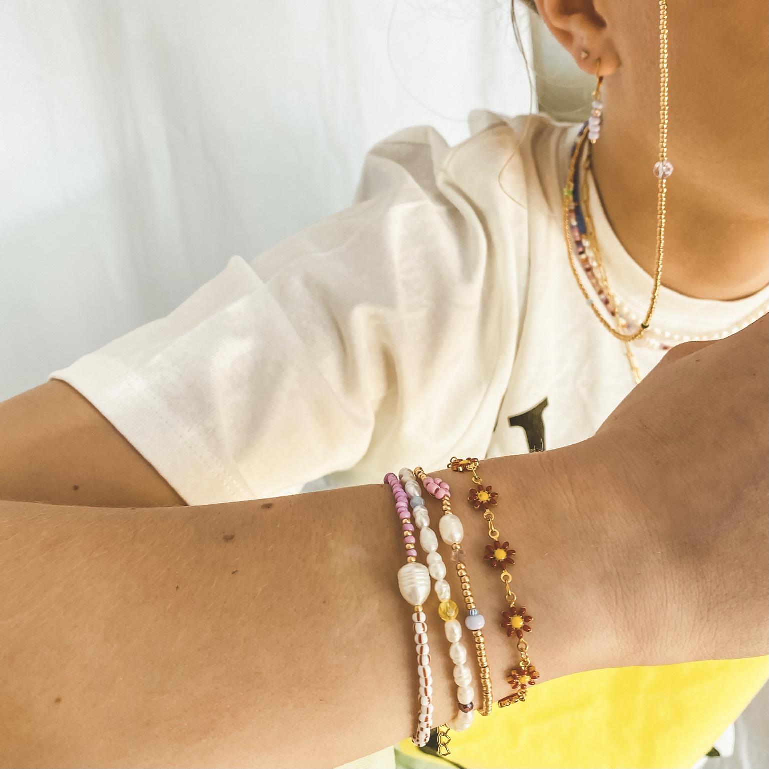 Pearl flower bracelet gold