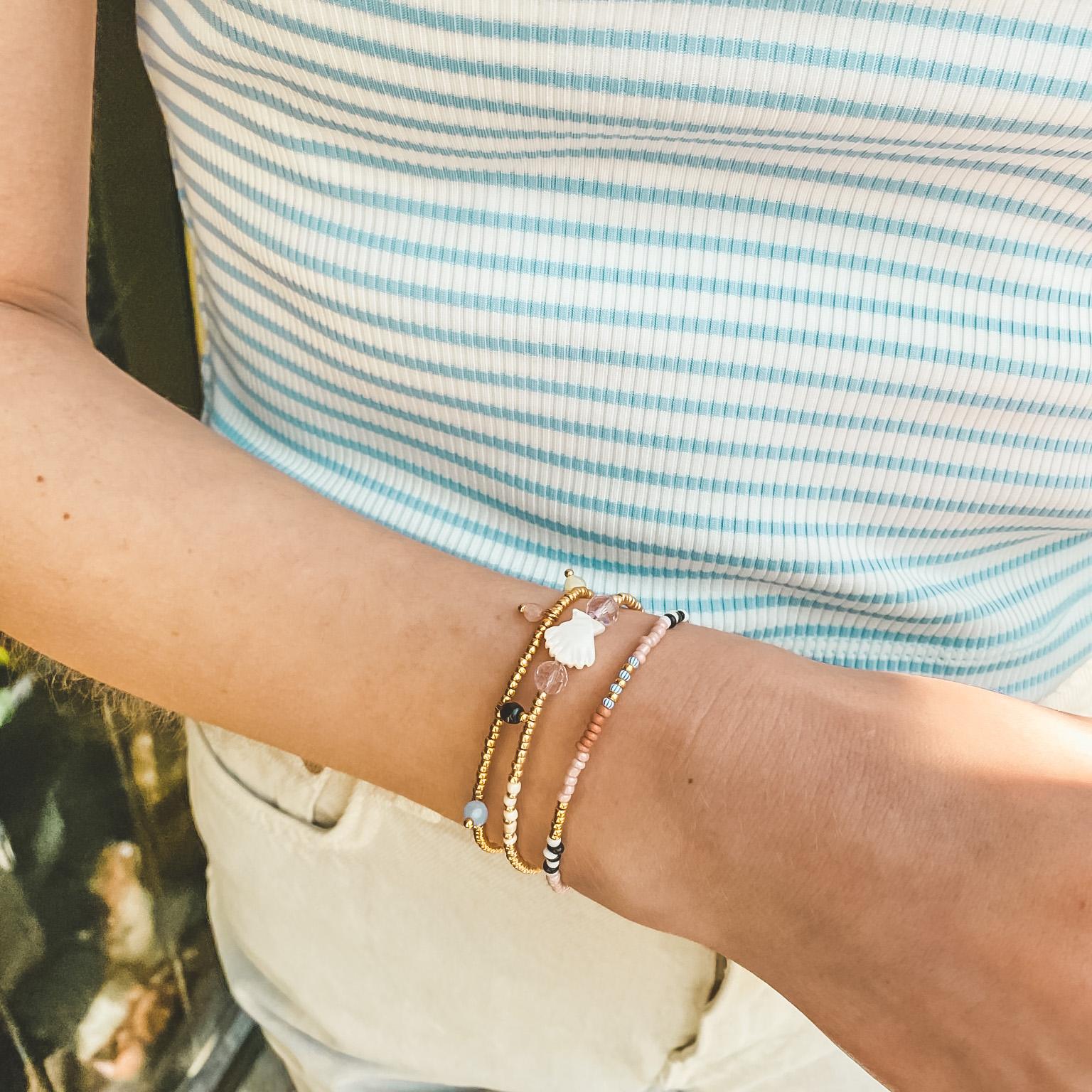 Shell bead bracelet gold